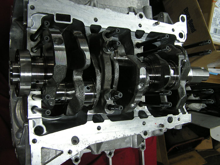 FLI custom build VG35 Nissan engine using Cosworth Pistons and Billet Rods